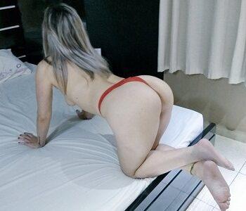 Loira casada gostosa no motel de lingerie